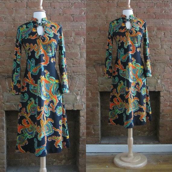 1970s black paisley print dress | 70's Retro Groov