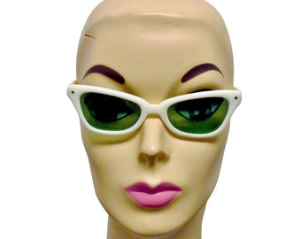 e4c8e439f71e Vtg '60s Womens Cool Ray Polaroid Green Lense White Cat Eye Sunglasses with  Original Cases