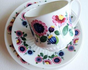 Pretty floral Retro Vintage Elizabethan English fine bone china Cup & Saucer and tea plate Trio Set Duchess
