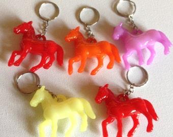 Funky Kunststoff Pferd Tier transluzente Kunststoff Schlüsselanhänger Schlüsselanhänger Charme perfekt für klobige Schmuckdesign