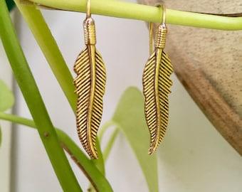 Beautiful simple feather Earrings - Brass