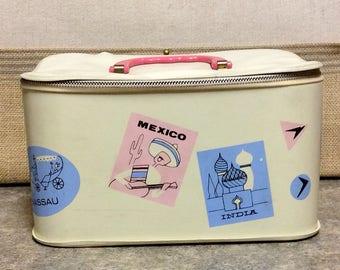 Vintage Little Girls TRAVEL TRAIN CASE Vinyl Doll Case Makeup Case