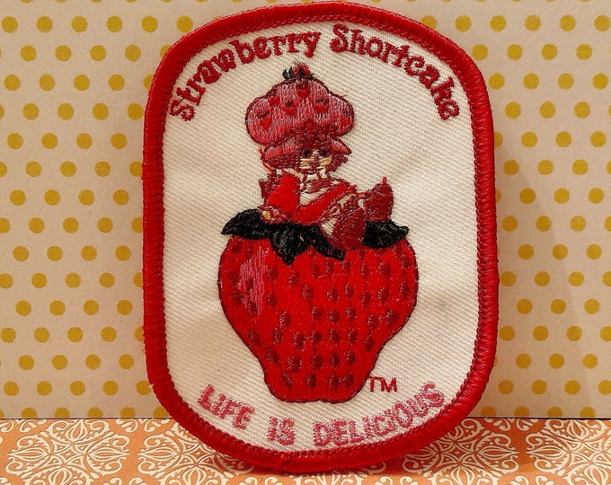 STRAWBERRY SHORTCAKE  Sew-on Appliqué Patch