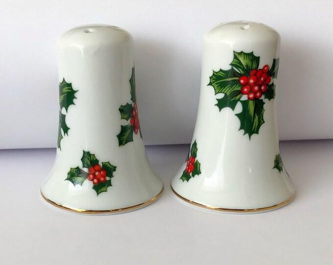 Vintage CHRISTMAS Salt and Pepper Shaker Set LEFTON JAPAN Holly