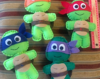 Felt TMNT, sold SEPERATE. here, or as a SET of 4 in seperate listing in my shop!  toss them, play with them! Lots of fun!