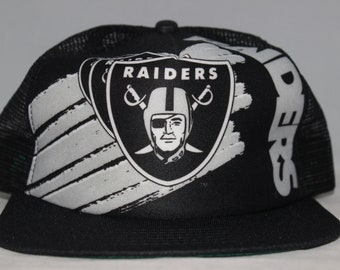 buy online 4bd0c 40533 Vintage Oakland Raiders New Era NFL Snapback Hat