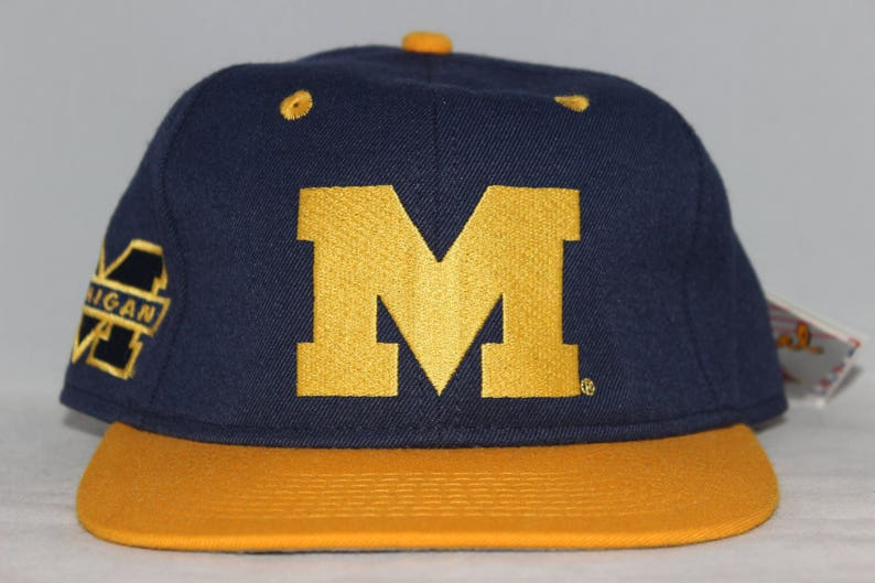 buy online ce6a3 8dc39 Vintage Deadstock Michigan Wolverines NCAA Fitted Hat 6 7 8   Etsy