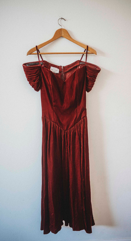80s Dresses   Casual to Party Dresses Vintage Christmas Velvet  1980S Party Dress Burgundy $5.00 AT vintagedancer.com