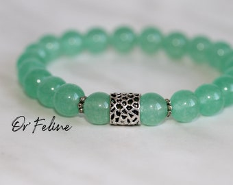 Pearl bracelet to match with your outfit   GREEN   -Glass or natural stone beads. and a decorative bead.