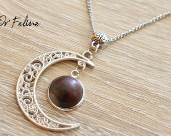 Destockage-Moon necklace with its natural stone and chain.