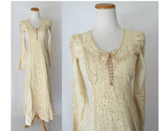 Gunne Sax Wedding Dress 70's Boho Hippie Lace Up Cotton Lace Maxi Dress 1970's Bohemian Bridal Size 9 XXS XS Bride Cream Black Label