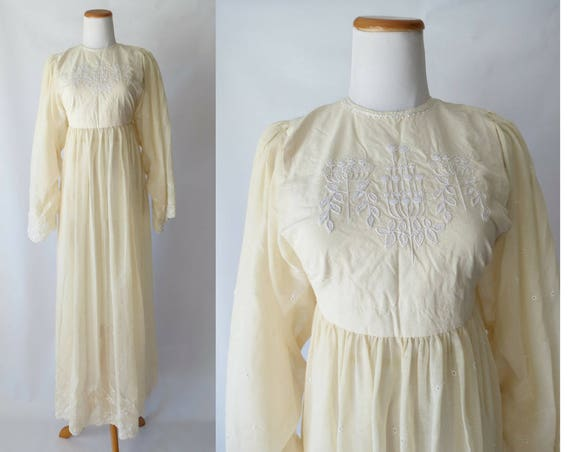 Cream Maxi Dress Boho Wedding Dress Hippie Embroidered 70s 1970s Eyelet Wide Sleeves Long Gown Bridal Bride Gypsy Ethnic Medium M