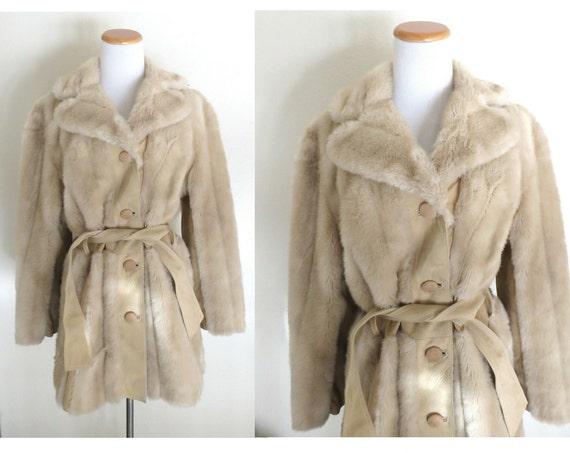 Faux Fur Jacket / 70's Fur Coat / Hippie Coat / Boho Jacket / 1970's Faux Fur Coat / Size Small Medium / Beige Fur Coat