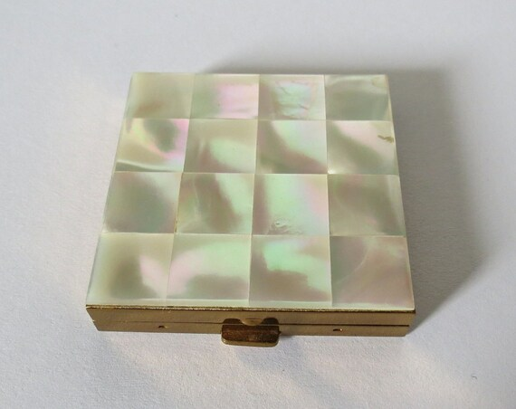Vintage Powder Compact / 50's Cosmetic Compact / Mother of Pearl Shell Compact / 1950's Makeup Mirror