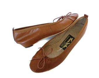 Brown Ballet Flats Leather Bows Mini Wedge Size 6.5 70s 1970s Thom McAn Shoes Cute Comfortable Work Shoes