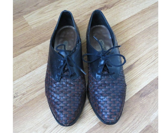 Woven Oxfords / Lace Up Flats / Size 8.5 / Woven Leather Flats / Black & Brown Oxfords / Pointy Toe Flats / 90's Brogues / 1990's Flats