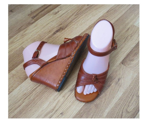 70's Wedge Sandals / 1970's Wedges / Vegan Sandals / Faux Leather Wedges / Hippie Boho Sandals / 70's Shoes / Size 7.5