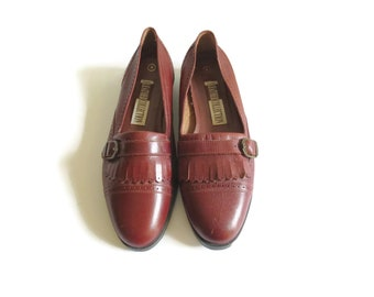 00cd2f8e2c0 Loafer Flats   Size 8   Burgundy Flats   Leather Loafers   Preppy Flats    Buckle Flats   90 s Shoes