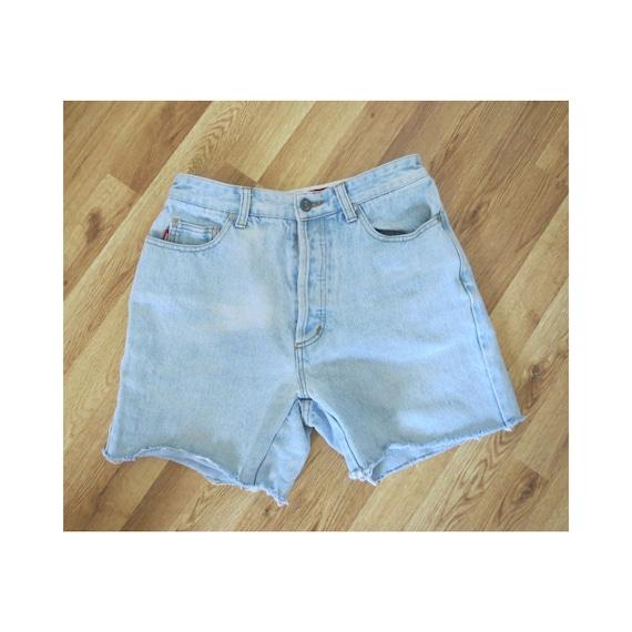 90's Denim Shorts / 90's Mom Shorts / Frayed Jean Shorts / High Waisted / Cut Off Shorts / Light Wash / Button Fly / Size Medium M