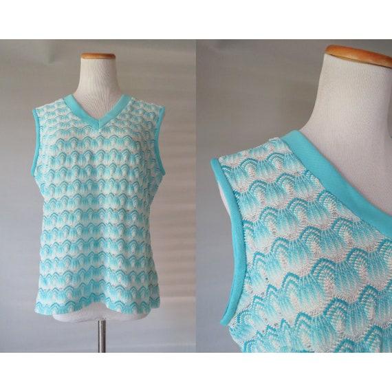Mod 60's Blouse / Pastel Blue Top / 1960's Sleeveless Blouse / V-neck Tank Top / Size Medium / Mid Century Blouse / 60's Knit Top