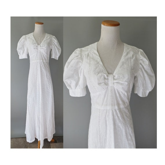 White Eyelet Wedding Dress / 70's Lace Maxi Dress / Hippie Wedding Dress / Bow Chest Dress / Size Medium / 1970's Boho Wedding Dress
