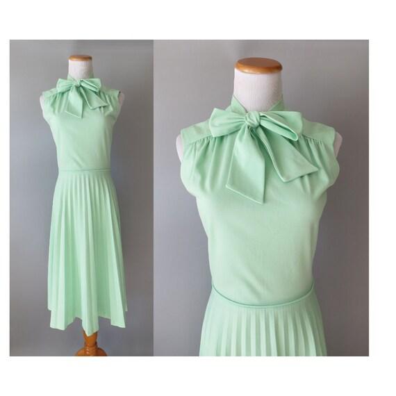 Mint Green Dress / Pastel Mint Dress / 70's Midi Dress / Pussybow Dress / Secretary / Accordion Pleat Dress / Ascot Bow Dress / Size Small S