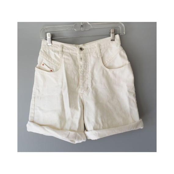 "White Denim Shorts / 80's Shorts / 1980's Denim Shorts / Size XS / 25"" Waist / Button Fly Shorts / High Waisted Shorts / Mom Shorts"