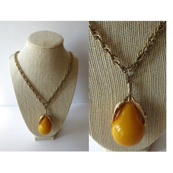 Pear Necklace / Pear Pendant Necklace / Fruit Costume Jewelry / Long Chunky Gold Tone Chain / 1970's Necklace / 70's Pendant / Yellow