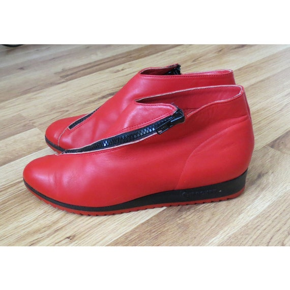 Cherokee Ankle Boots / 80's Wedge Booties / Red Leather Ankle Boots / Cherokee of California / 1980's Boots / Size 5 / New Wave Boots