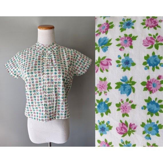 50's Floral Blouse / 1950's Top / Floral Crop Top / 1960's Blouse / Cropped Top / 60's Blouse / Mid Century Blouse / Pastel Floral Top