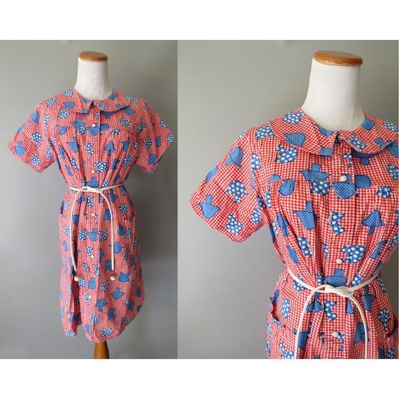 Mushroom Print Dress / Red Gingham Dress / 70's House Dress / 1970's Casual Dress / Dress with Pockets / Novelty Print Dress / Size Large