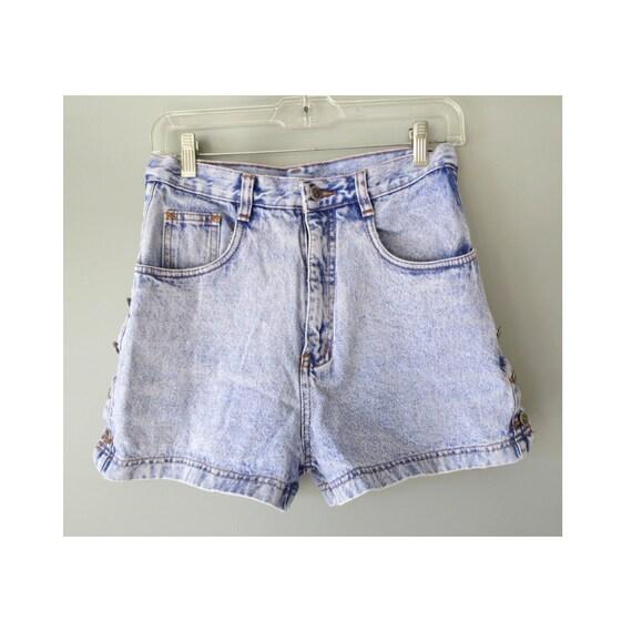 Light Wash Denim Shorts / 90's Jean Shorts / High Waisted Shorts / 1990's Denim Shorts / Side Buttons / Size Small / High Waist Shorts
