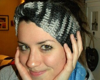This knotted headband/earwarmer is an adorable way to stay warm and look cute too.