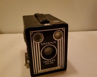 9bdca68c5ae3f Vintage 1940 s Kodak Brownie Target Six 20 Camera