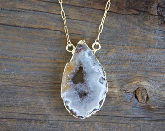 Agate Crystal Necklace » Gold Edge Crystal Geode Druzy Necklace » Natural Stone Jewelry » Crystal Pendant » Boho Layered Layering Necklaces
