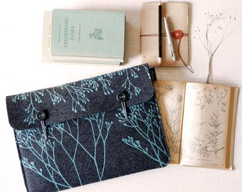 Vegan Laptop Bag, Laptop Sleeve 13 inch screenprinted Natural pattern, MacBook 13 Felt Case, Notebook Cover Dark Grey with Mint Floral Print