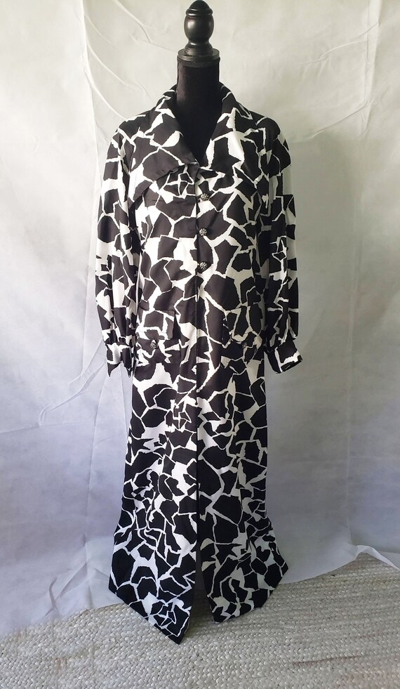 70s Black & White ANIMAL PRINT CAFTAN with black … - image 4