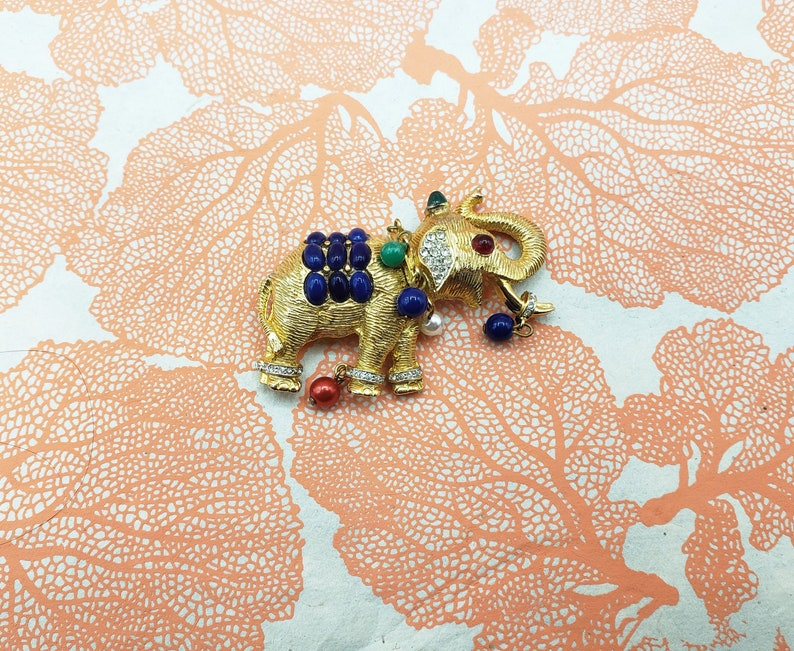 Vintage rare signed CARLYLE ELEPHANT pin  brooch KJL style  with dangling beads in gold tone  Indian-style Elephant tembler pin estate
