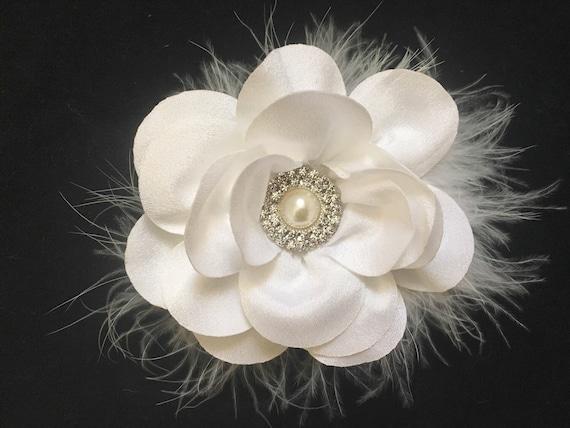 Wedding Hair Accessories, White Flower Hair Clip, White Feather headpiece, Communion Hair Clip, White Flower Bridal Hairpiece, Bride Maids