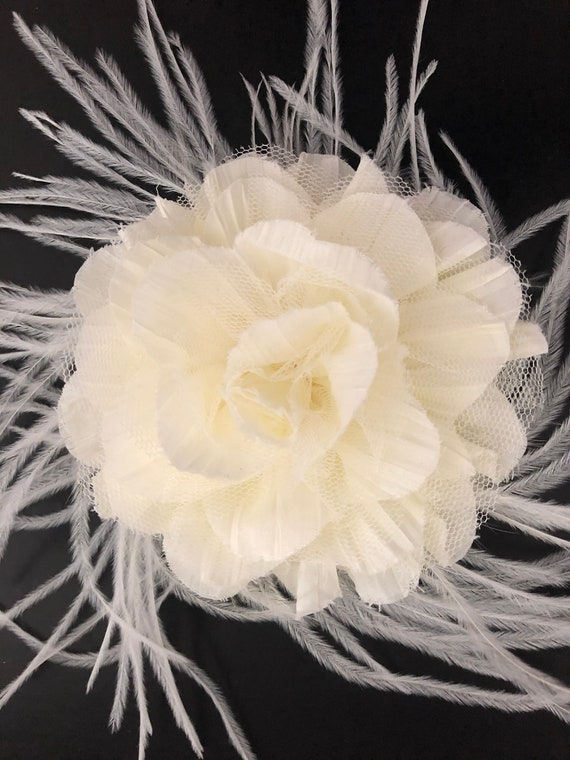 Ivory Floral Fascinator, Wedding Fascinator, Bridal Flower Hair Clip, Floral Crown, Feather Clip, Wedding Hair Accessories, Derby Hat