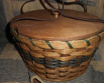 Handmade Amish double pie pie basket, signed excellent condition