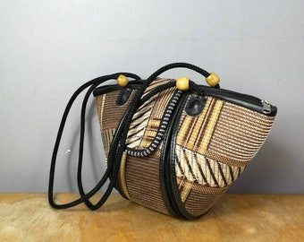 90s straw folk bag / vintage  summer purse / boho straw bag / quirky straw bag / 90s hippie handbag / holiday purse