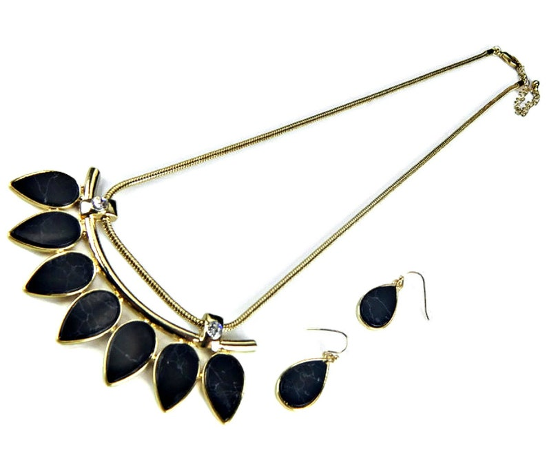 Veined Black Faux Stone Bib Necklace and Drop Wire Earrings Set Rhinestone Accent in Gold Tone