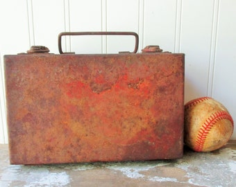 Vintage rusty metal box lidded with handle and clasps rusty tin for upcycling assemblage planter storage