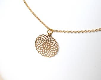 Rosette pendant necklace