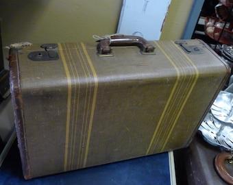 Medium vintage suitcase - striped brown