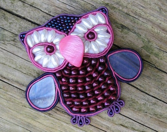 Nacre Owl Totem Soutache Embroidery Brooch, Woodland animal miniature, Pink forest bird pin, Colorful statement jewelry, Purple river pearls