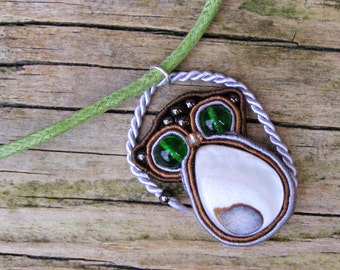 Green Eye Lemur Pendant Necklace, Mother of pearl soutache fiber jewelry, Nacre miniature animal totem, Brown green ring tailed lemur catta