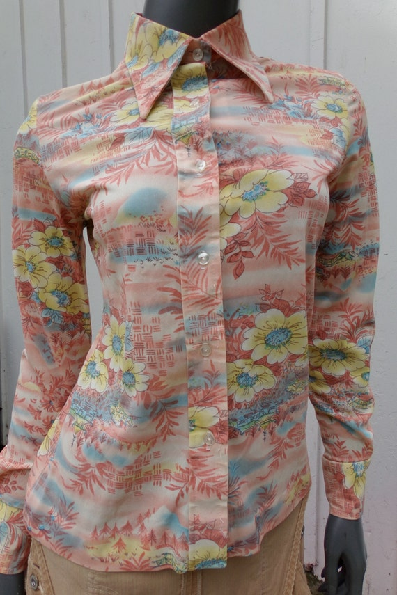 Vintage 70s  Shirt , 1970s Silky graphic pictoria… - image 2