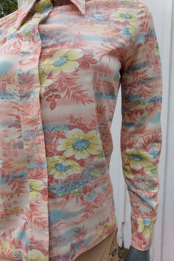 Vintage 70s  Shirt , 1970s Silky graphic pictoria… - image 3